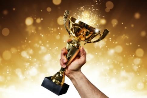 الإعلان عن الفائزين بجائزة المركز للتميز في العلوم القانونية وتسليم الجوائز رسميا